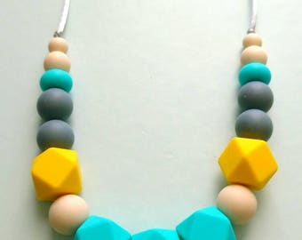 Free Canada shipping, Teething necklace for mom, silicone beads, spring colors, bright necklace, teething baby, great gifts