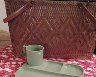 Vintage Picnic Plates Colonial Plastic Mfg Co
