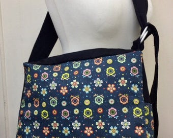 Babywearing bag with zip close