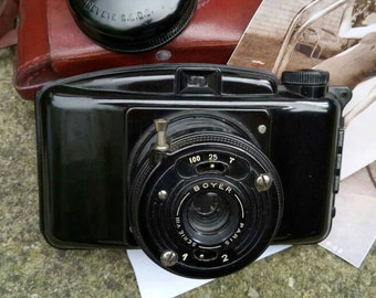 Vintage 1947 French Photax Brevete III Roll Film Camera,One of the 1st cameras made from Bakelite. .