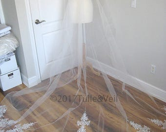 Cathedral lace veil, off white, single tier, with comb