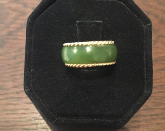 Beautiful 14kt. yellow gold and jade ladies ring.