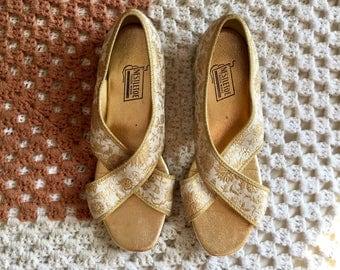 1960s Gold Boudoir Shoes, Open Toe Flats, Nestletoe Slippers SZ 7.5
