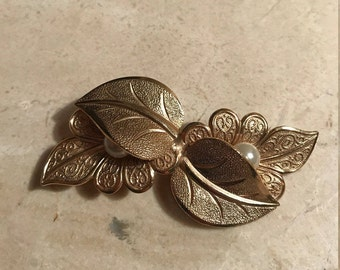 Gold leaf brooch with accent pearls