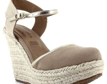 Ceresnia wedge sandal with gold trimming and adjustable strap.