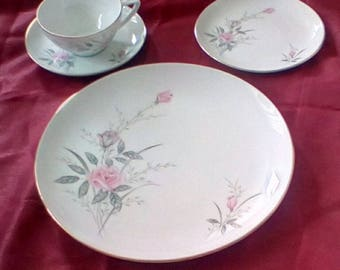 Golden Rose Fine China (32 pieces)