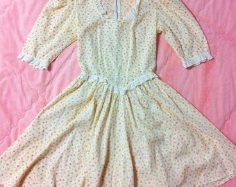 1970s Vintage Floral Prairie Dress / 70s Vintage Pastel Yellow Floral Prairie Dress