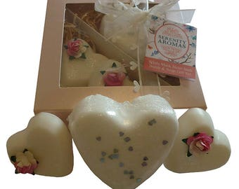 White Musk Bath Bomb and Soap Gift Set Handmade in UK by Serenity Aromas