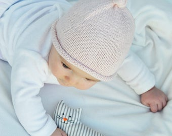 Baby knitted hat with knot. 100% cotton
