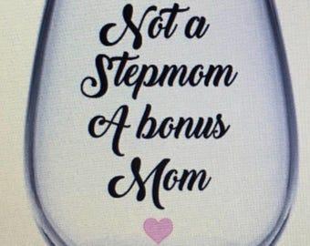 Stepmom wine glass. Stepmom gift. Stepmother wine glass. Stepmother gift. Gift for stepmom. Mom gift. Mom wine glass. Gift for mom.