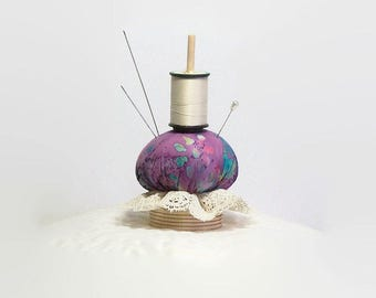 Thread Holder, Wooden Spool Holder with Pincushion, Thread Stand, Bobbin Holder, The Mini Thready(c)