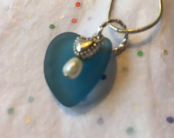 Heart shaped blue beachglass pendant with freshwater pearl, seaglass inspired vintage glass.  sea glass heart necklace.
