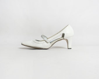Vintage 1960s Heels - Mod White Dot Mary Janes Style Cut-Out Heels - Size 7 1/2 AA