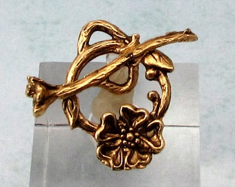 Toggle Clasp Dogwood, Antique Gold, AG313