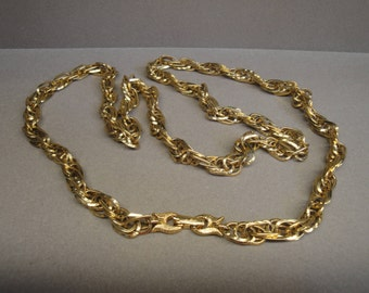 Vintage Necklace, Gold tone oval shiny & textured links, 30 inch chain, Totally wearable condition, Classic style, Fold over clasp
