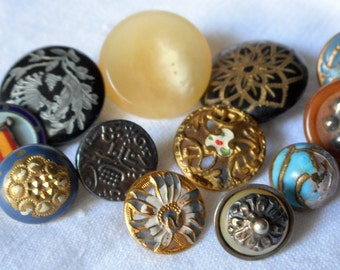 Lot of 12 ANTIQUE VINTAGE Mixed Medium & Small Vegetable Ivory Enamel Horn Metal BUTTONS