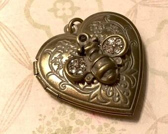 Antique Gold BEE Rhinestone HEART LOCKET, bee locket, heart locket, bumble bee locket, photo locket, Diy locket
