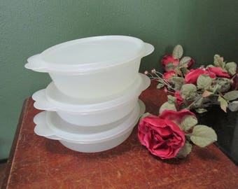 Tupperware Small Bowls Set of 3 with Lids