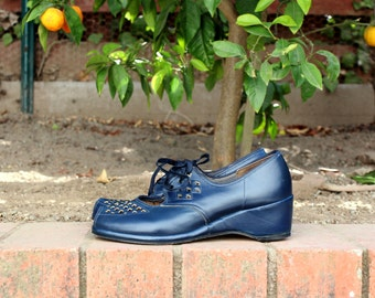 Navy Blue Leather Heels w. Cut-out and Lace-up Details - ( Sz 7, Eu 37.5 )