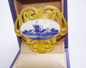 Delft Country Brooch Royal Blue White Gold Tone 1975