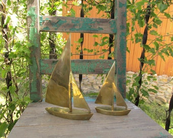 """Nice PAIR of Vintage Mid Century Brass Sailboats Sailing Ships ~ Nautical Home Decor ~ 10 1/4"""" x 7"""" & 6 7/8"""" x 5"""" ~ Good Contrast in Sizes ~"""