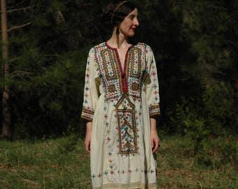 Size Medium...Embroidered Dress... Kuchi Boho Hippie Dress... Vintage 1970s Embroidery