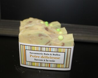 Savon à la soie Poire délicieuse, handmade soap, fait main, silk soap,