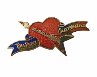 TOM PETTY & The HEARTBREAKERS vintage enamel pin button badge lapel rock band