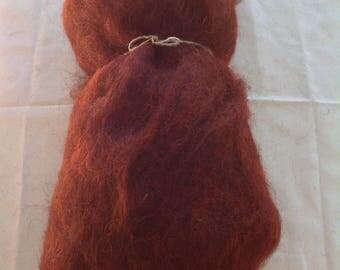 Alpine STONE SHEEP fleece - Red