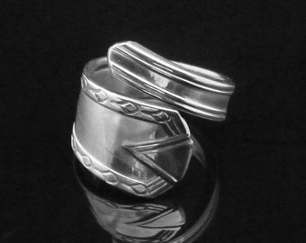 Art Deco Decorative Spoon Ring, Castle 1940