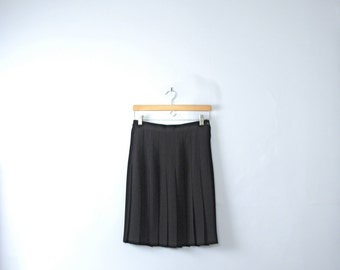 Vintage 90's black pleated skirt, black skirt pleats, knee length, size medium / 8