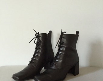 30% OFF WINTER SALE... 90s Jane Eyre boots | skinny lace up boots | 7.5 | 8
