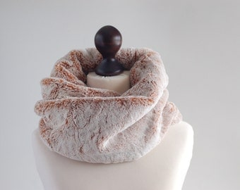 Infinity scarf. Faux fur infinity scarf. Faux fur snood in ginger and white. Faux fur neck warmer. Womens chunky scarf. White fur neck wrap