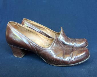 Flare fit by Styleez - patrician - selby shoes brown punched leather pointed vamp medium heel 1940s pumps civilian - UK6 approx