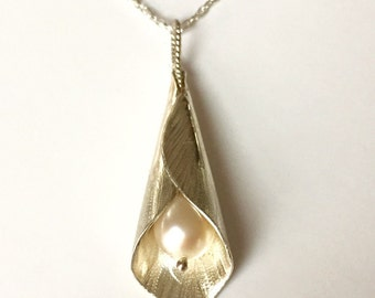 Cala Lily with Pearl Necklace