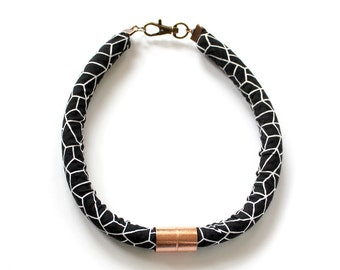 Black and White Graphic Print with Copper Neck Rope Necklace