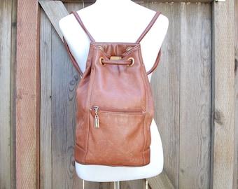 Vintage Jeanne Benet Backpack Faux Leather Vegan Distressed Brown Daypack Bag Organizer Book Laptop Ipad Holder Boho Hipster Moto Biker Hobo