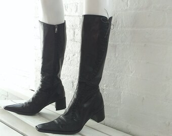 Black Boots 8.5 39 90s Vintage Pointy Square Toe Lace Up Chunky Heel Block Heel Goth Witch Midi Boots Boho Italy Leather Tall Riding Boots