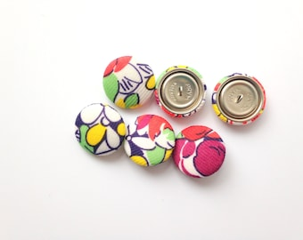 1970's Retro Polyester Shank Buttons . Flower Power 1 inch button set . Retro Floral . One of a kind . Large Buttons . Daisy Mod Green White