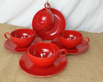 Glamping Picnic 4 Cups & Saucers Red Oneida Melmac Melamine 8 pieces *eb