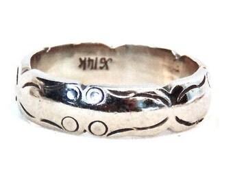 Sale! 14K White Gold Vintage Wedding Band, Engraved Pattern Ring, Stacking Ring