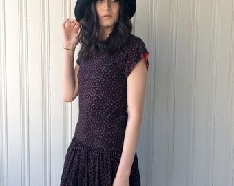 vintage 1980s Dress Cotton Jersey Black and Red Star drop waist Made in Hong Kong 1980s does 1920s Flapper style Dress