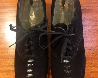 Vintage 1930s 1940s Black Suede Lace Up Shoes by Dr. M.W. Locke Size 8