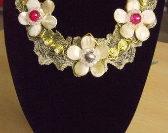 Mother of Pearl  Floral  wire mesh  summer  Necklace