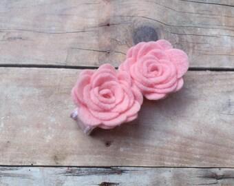 Light pink felt flower hair clip- felt flower clip, pink flowers, small flowers, baby flowers, hair clips, toddler bows