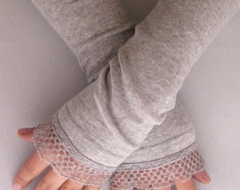 Arm warmers, fingerless gloves in grey with wool ruffle