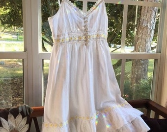 White Cotton Sun Dress With Daisy's And Lace Get Ready For Spring !