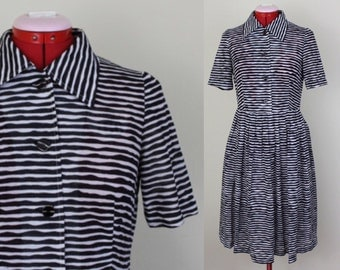 Buttoned to Perfection Black and White Wavy Stripe Shirt Dress ||| Medium ||| Size 6 ||| 1960s ||| Retro Day Dress
