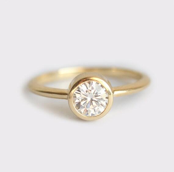 Round Halo Diamond Engagement Ring 34 Carat ctw in 14k