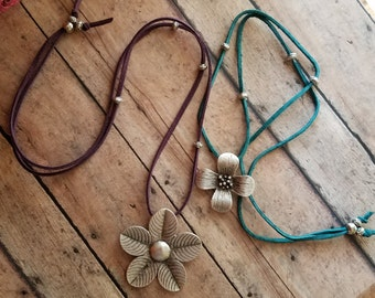 Silver FloWeR Long NECKLACE> Flower Jewelry/ Flower Necklace/ Bohemian/ Boho Necklace/ Floral Jewelry/ Feminine/ Gypsy